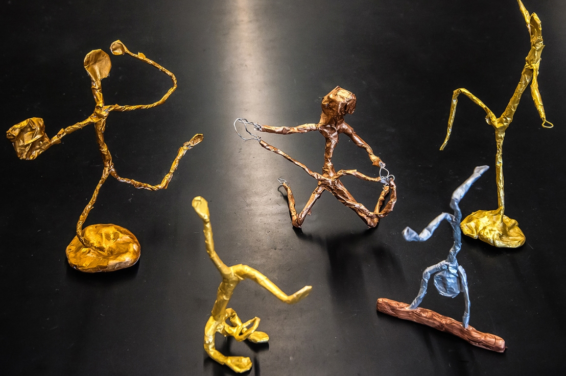 6th Grade – Emphasis and Distortion in Wire Figure Sculpture, inspired by Alberto Giacometti and Ernie Barnes