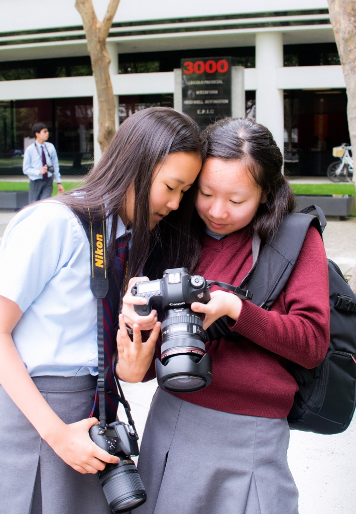 Our students on their photo excursion comparing images.